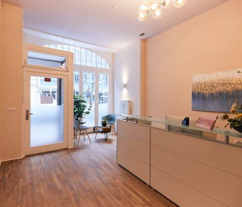 Empfang und Warteraum - Physiotherapie am Ludwigkirchplatz Wilmersdorf